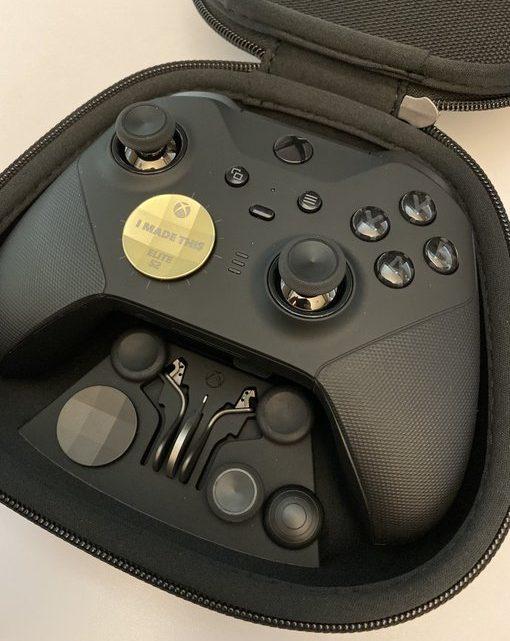 Un D-Pad collector pour les personnes ayant participés à la création de la manette #Xbox #Elite2 !!!! #Need #TotallyNeed https://t.co/e7YUb1LC62